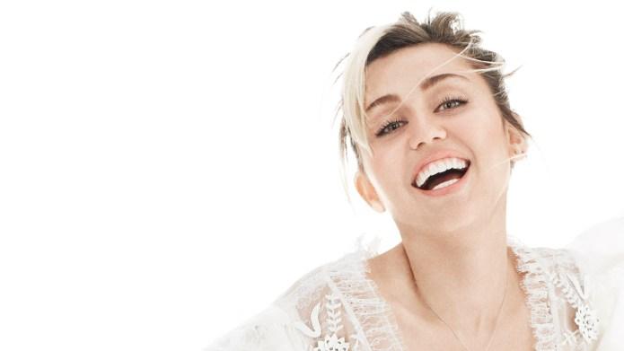 07/28/2016 Miley Cyrus
