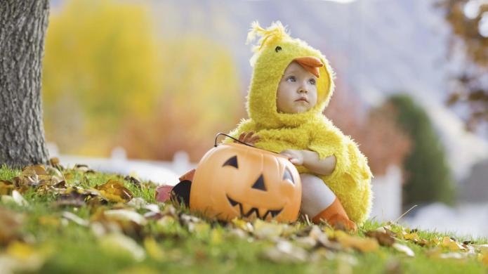 10 Awkward baby Halloween costumes from
