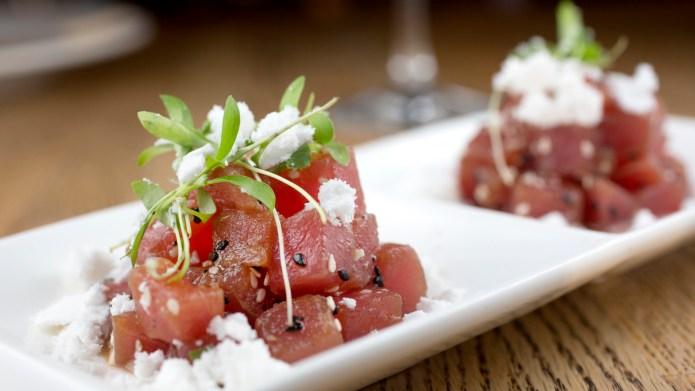Spicy tuna poke with sesame oil