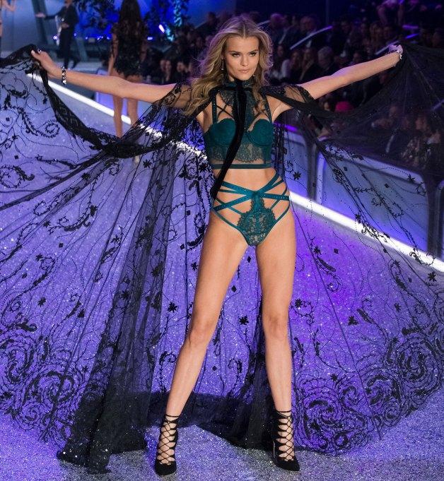 Kate Grigorieva 2016 Victoria's Secret Fashion Show