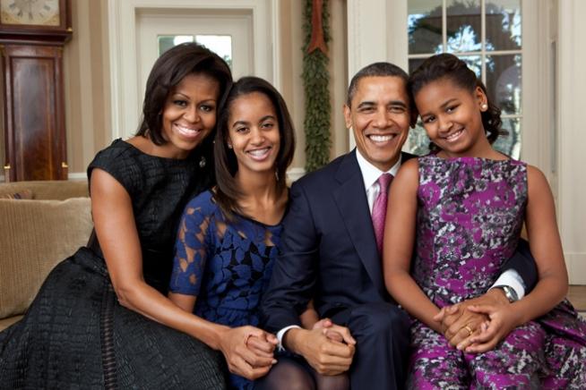 obama-family-portrait-2011