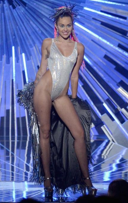 Miley Cyrus VMAs silver outfit