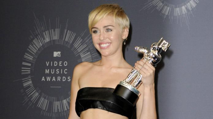Miley Cyrus' VMAs date turns himself