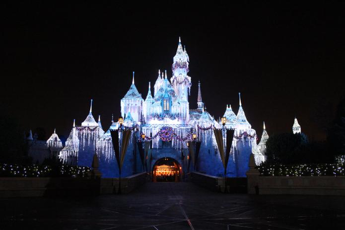 Unvaccinated people urged to avoid Disneyland