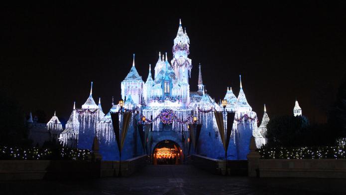 Unvaccinated people urged to avoid Disneyland