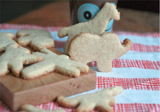 kid-snacks-homeade-animal-crackers