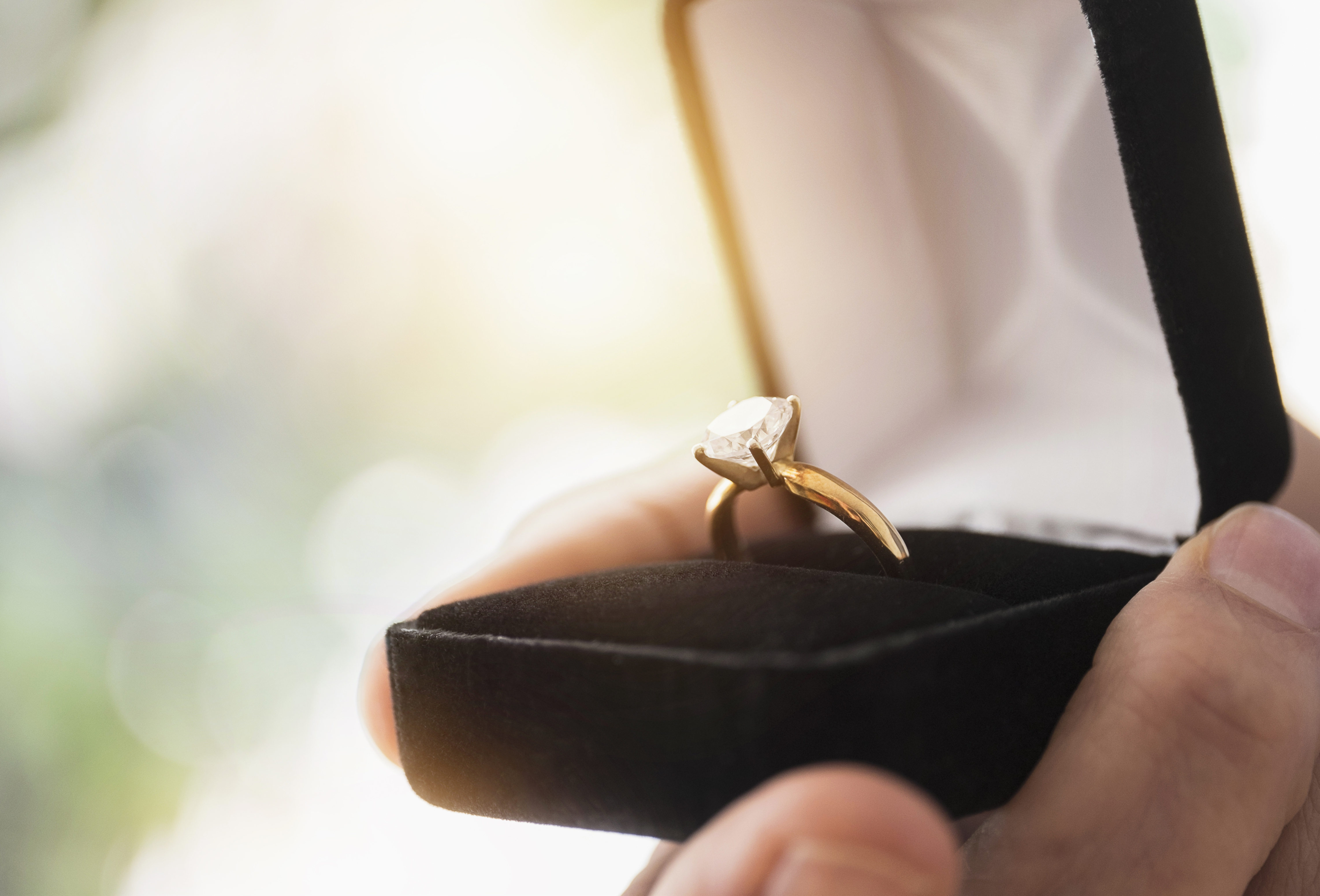 Man Gives Fiancee A Fake Ring Inside A Cartier Box Sheknows