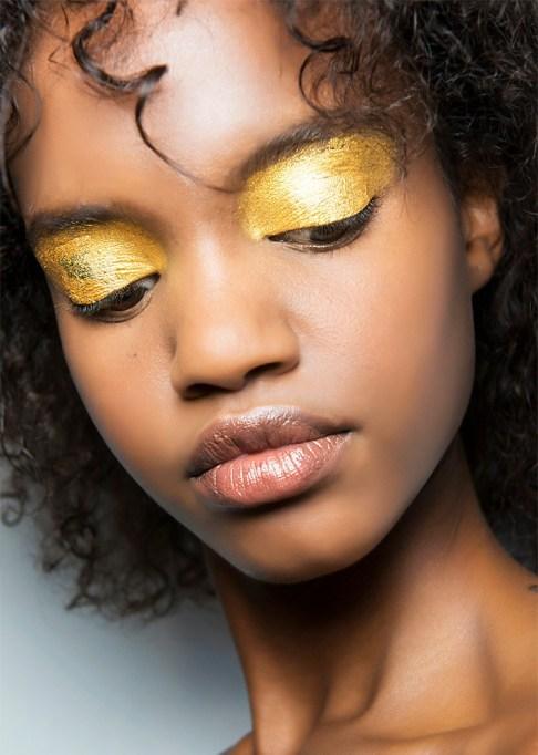 30 Summer Makeup Ideas: Metallic Gold Eyeshadow