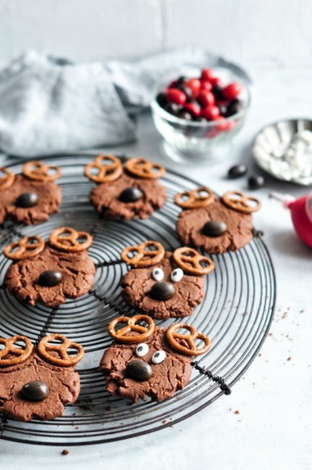Kid-Friendly Holiday Desserts: Decorate these cookies to look like reindeer