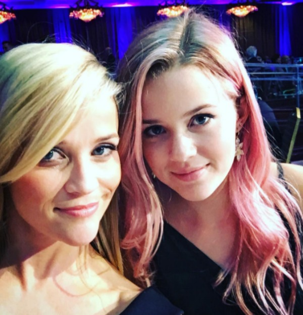 Reese Witherspoon Ava Phillippe selfie