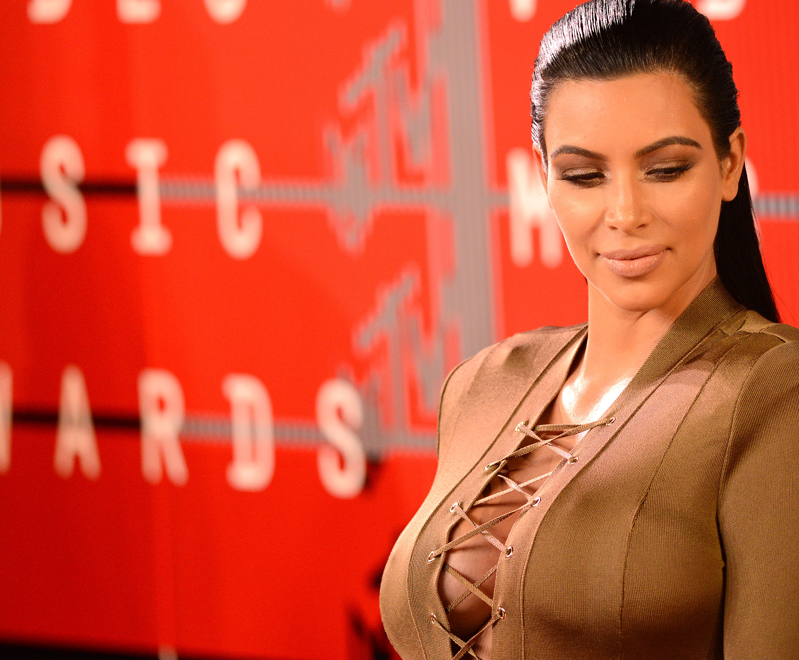 004c1c1a6ce Kim Kardashian shares her secret to gravity-defying cleavage – SheKnows