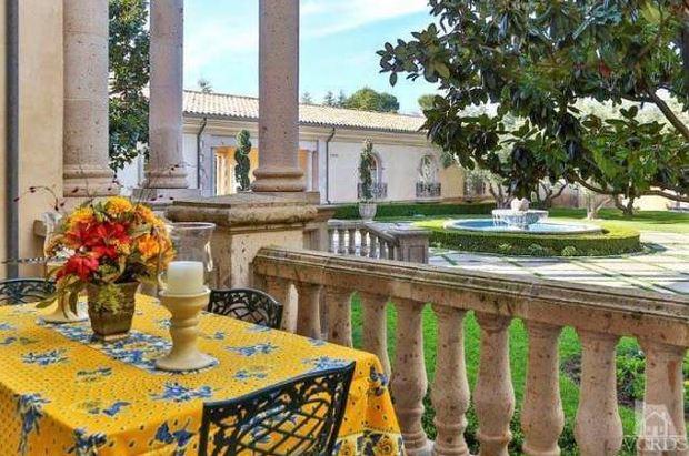 Britney Spears Mansion front entrance