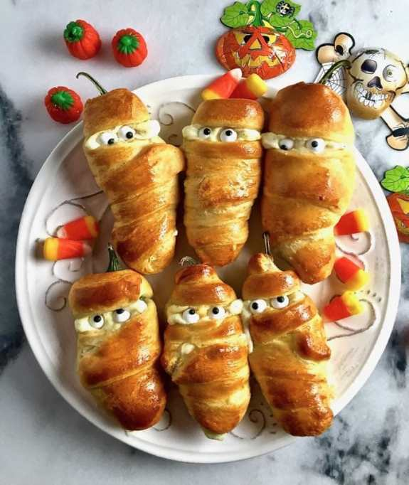Cute Halloween Treats: Sometimes you need a savory treat on Halloween, like these spicy jalapeno mummies