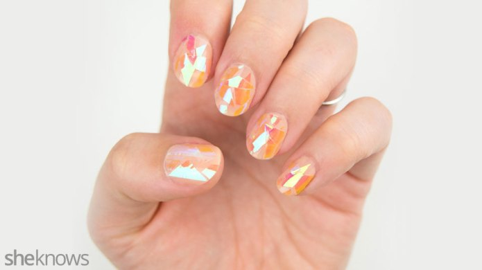 Nail the shattered glass nails trend