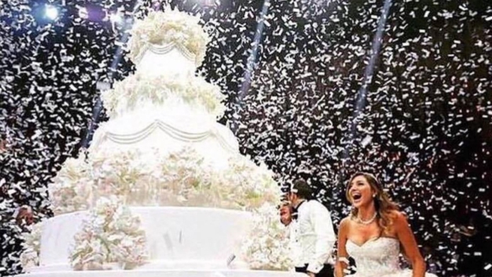 20 over-the-top wedding cakes that are