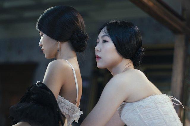 Still of Min-hee Kim and Tae-ri Kim in 'The Handmaiden'
