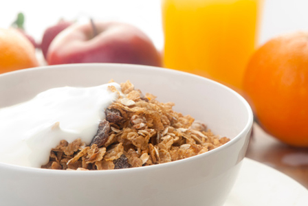 Yogurt and museli with applie | Sheknows.ca