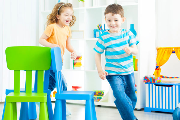 Young children playing musical chairs | Sheknows.com.au