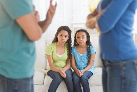 Young teens watching parents argue | Sheknows.com