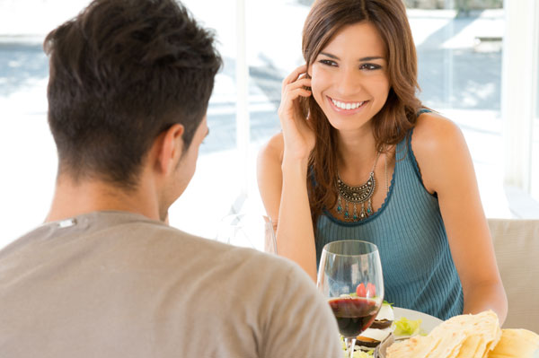 Young woman on dinner date | Sheknows.ca