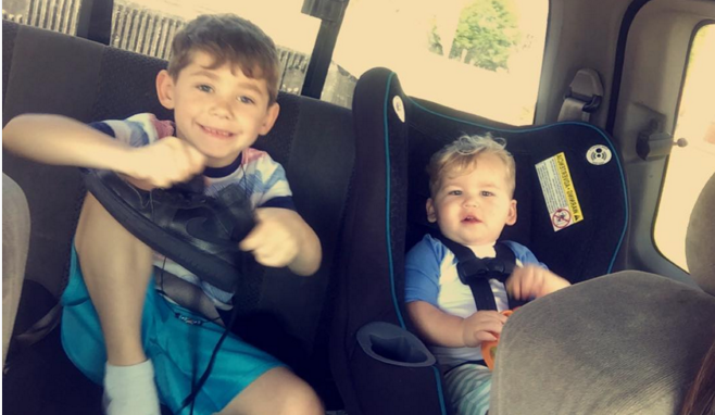 Jenelle Evans sons sitting in the car