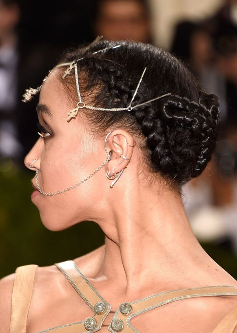 FKA Twigs Chain Hairstyle