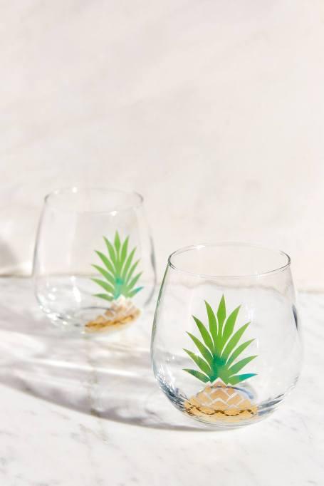 Cute, affordable wine glasses | pineapple wine glass