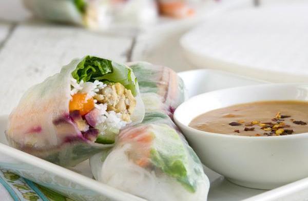 Tempeh Thai spring rolls with peanut
