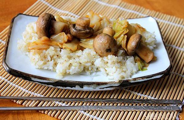 Spicy cabbage and mushroom stir-fry