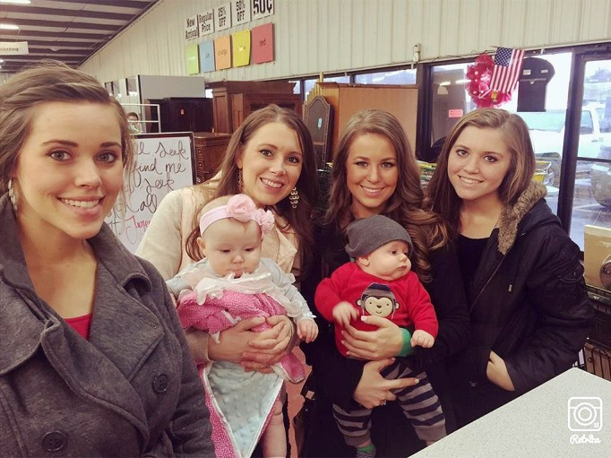 Anna Duggar and Duggar daughters
