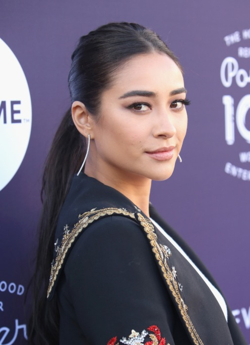 Celebrity Beauty Resolutions to Steal for 2018 | Shay Mitchell — Master Winged Eyeliner