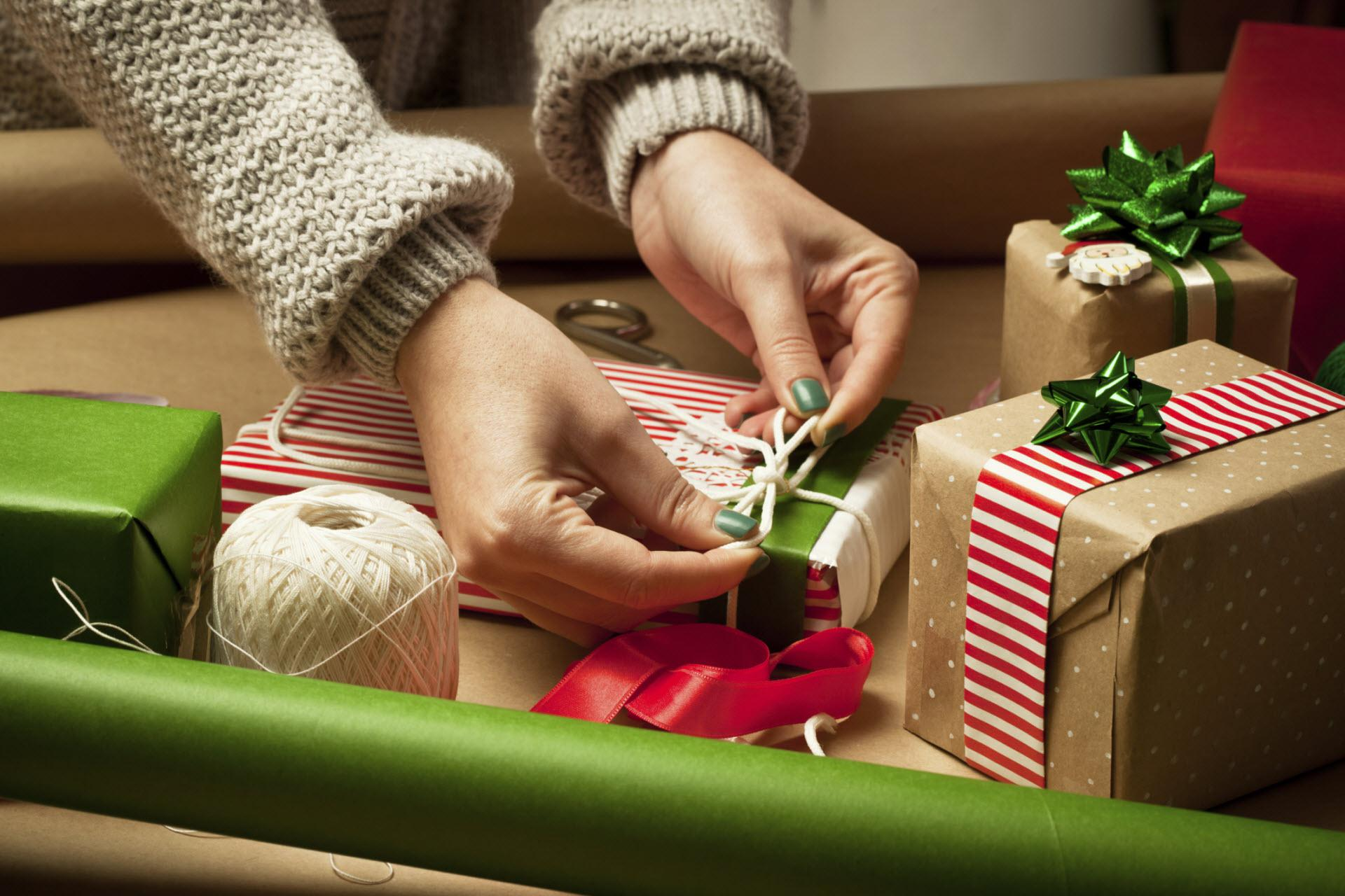 10 Creative ways to give a gift card – SheKnows