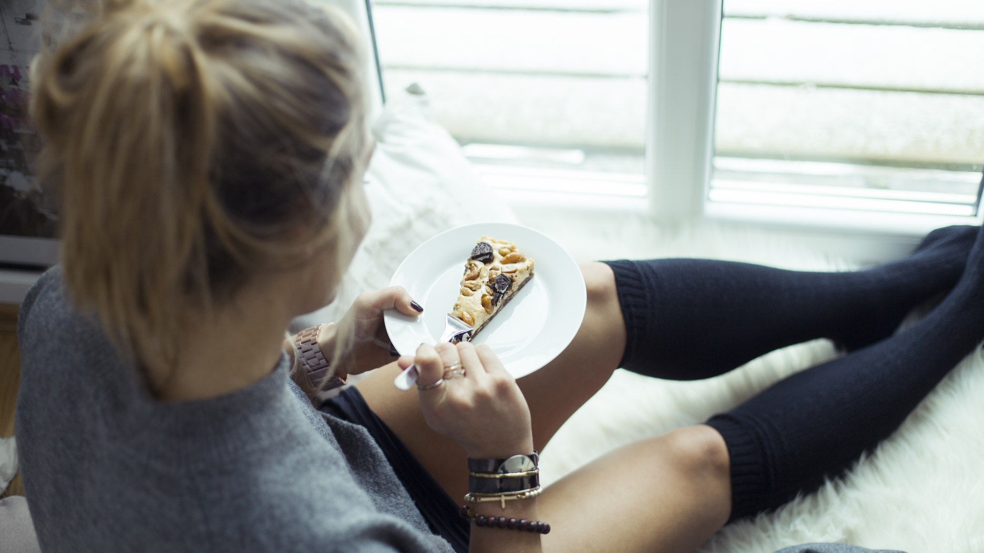 7 surprising ways he begs you stay