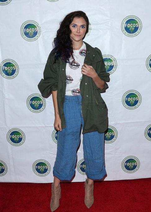 Celebrities Who Wore Wide Leg Jeans and Looked Damn Good | Alyson Stoner