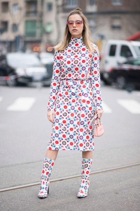 Ways To Wear Graphic Prints: Red And Print All Over   Fall Fashion