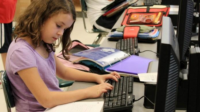 5 STEM programs your daughter should
