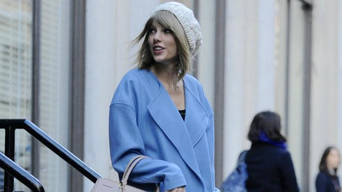 Taylor Swift wipes out on NYE,