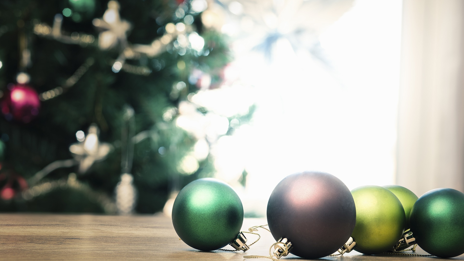 When to Take Down Your Christmas Tree to Avoid Bad Luck – SheKnows