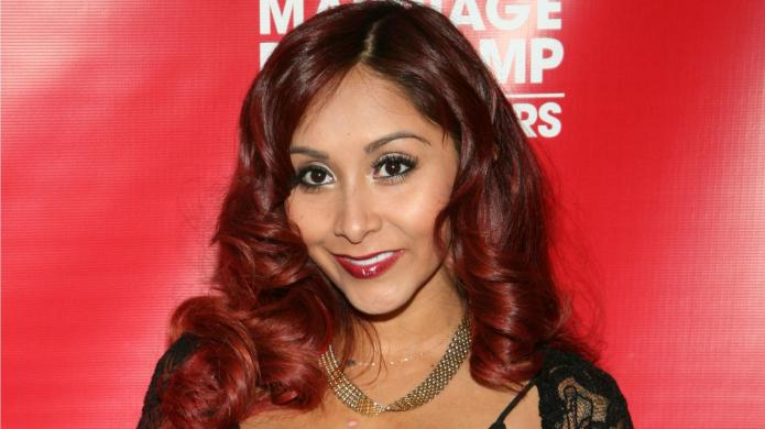 Snooki shares wedding gown pic: Has