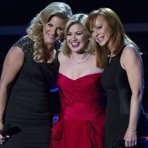 Tickled red for Kelly Clarkson's Cautionary