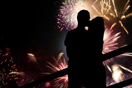 4th of July fireworks kissing game