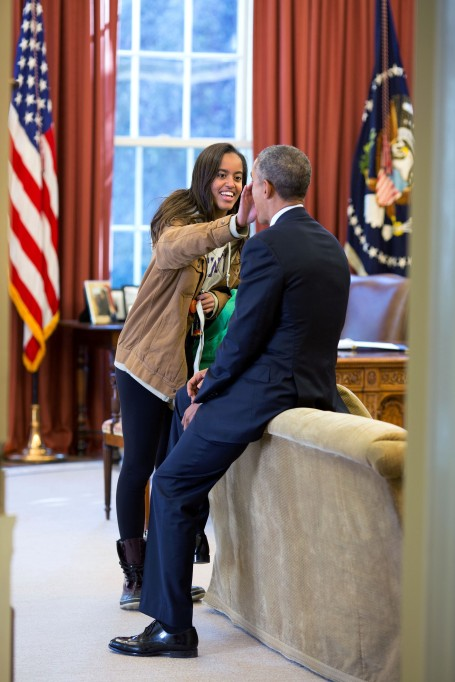 malia-obama-oval-office-2015