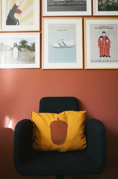 Easy Fall Decor DIYs: Make this cute acorn pillow