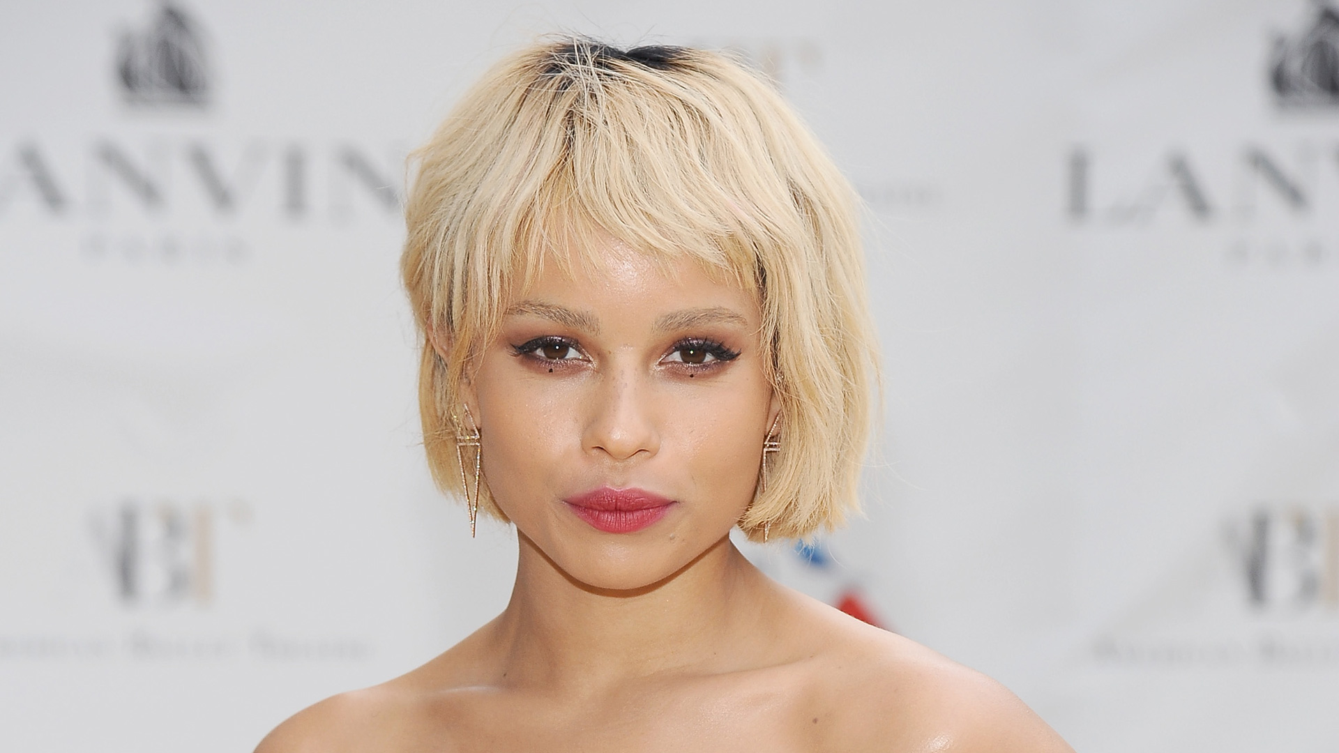 Zoe Kravitz attends the American Ballet Theatre 2014 Opening Night Spring Gala wearing dotted eye makeup