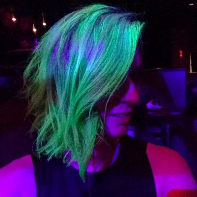 Green UV reflective hairstyle