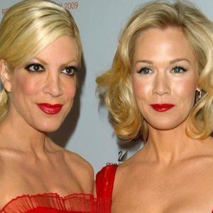 90210's Garth & Spelling reunite on