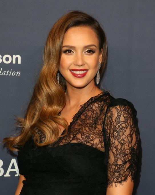 Celebrity Beauty Resolutions to Steal for 2018 | Jessica Alba — Stay Hydrated All Over