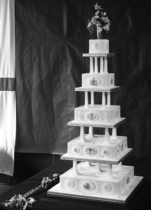 Prince Andrew & Sarah Ferguson wedding cake