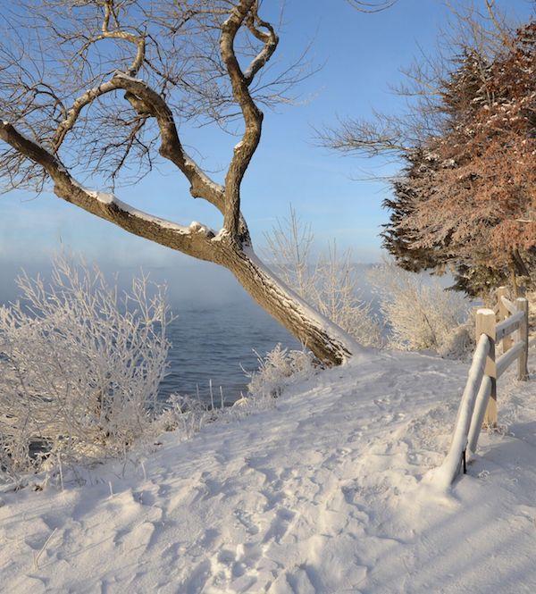 Best Kid-Friendly Hikes in the U.S. — walking Lake Geneva, Wisconsin with kids