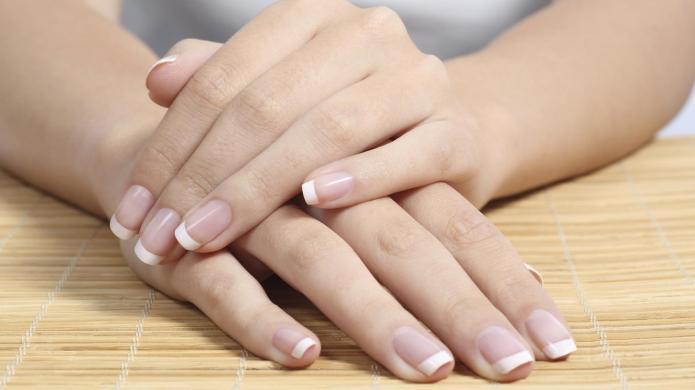8-Step do-it-yourself French manicure